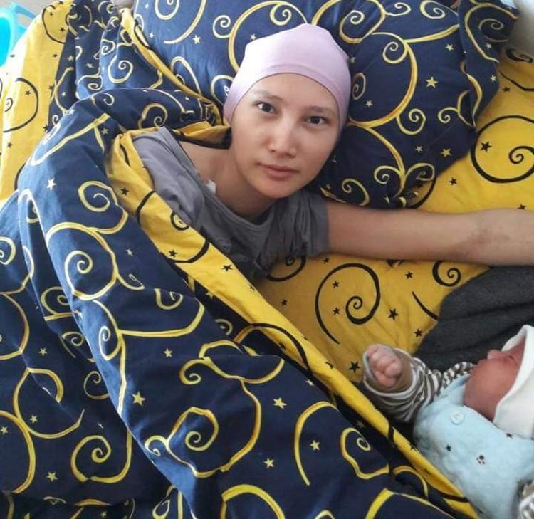 Сразу после рождения Имана забрали в реанимацию, а Жибек отправили на химиотерапию. Два месяца мама и сын были вынужденно разлучены.