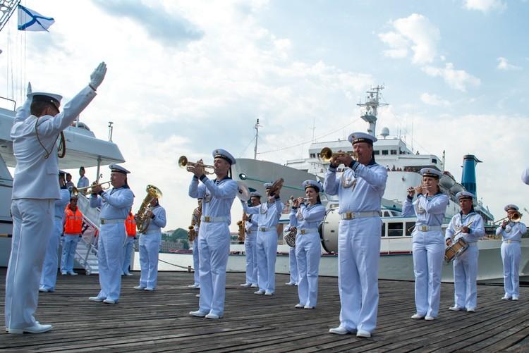 В городе русских моряков - Севастополе - День ВМФ один из любимых и важных праздников.