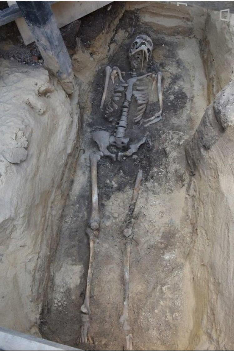 Если это останки повешенного Сераковского, понятно почему его положили в могилу со связанными руками. Фото: delfi.lt