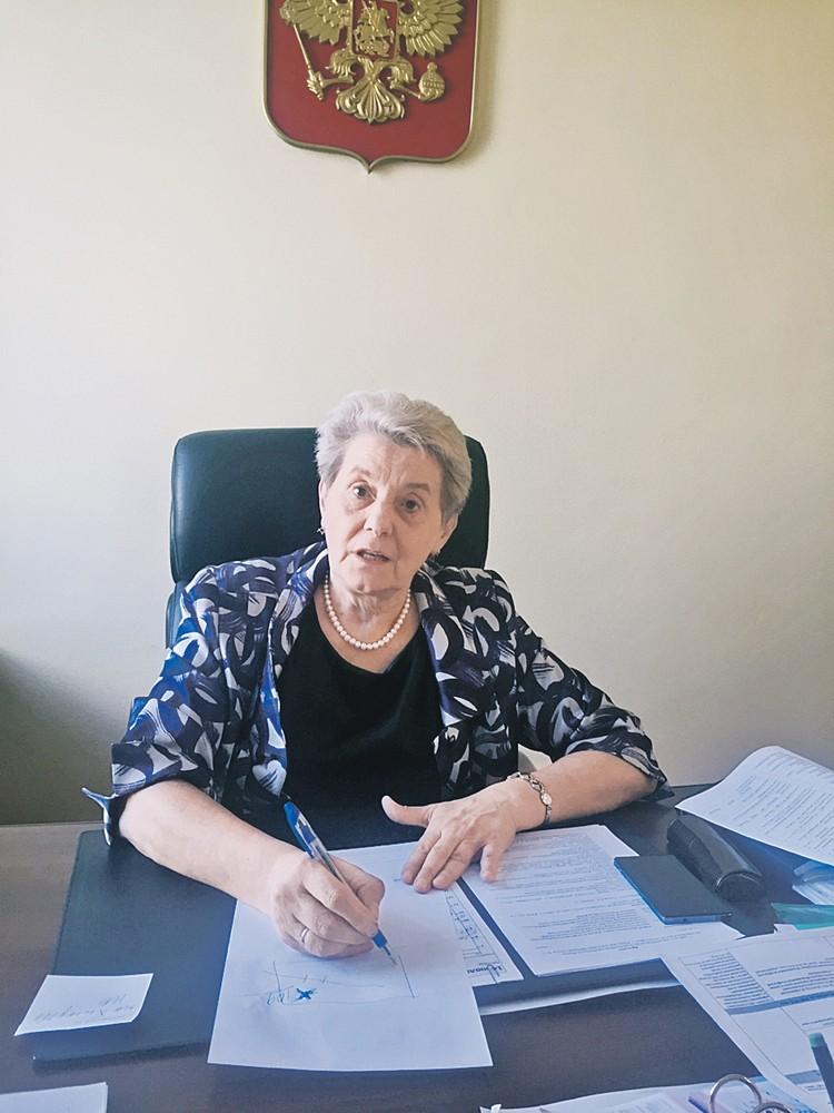 Мэр Надежда Качан оказалась меж двух огней - на нее давят и жители, и правоохранительные органы...