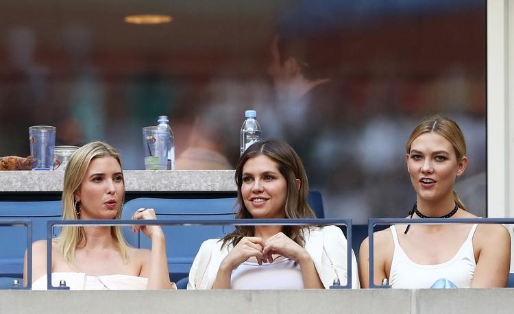 Сентябрь 2016 года, Дарья Жукова (в центре) и Иванка Трамп (слева) на трибунах теннисного турнира в США. ФОТО Getty Images