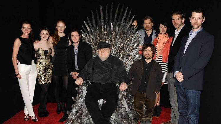 "Джордж Мартин и актеры ""Игры престолов"" (фото: 7kingdoms.ru)"