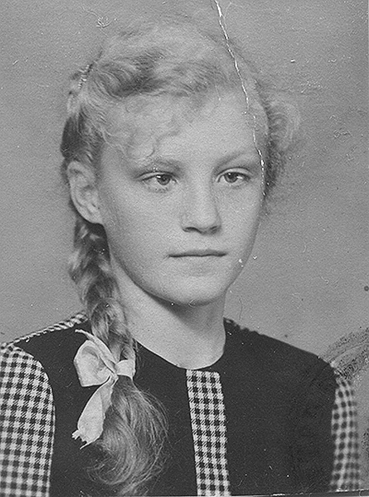 Анна Герман в детстве. Именно такой её видели в городе Нова Руда в конце 40-х годов.