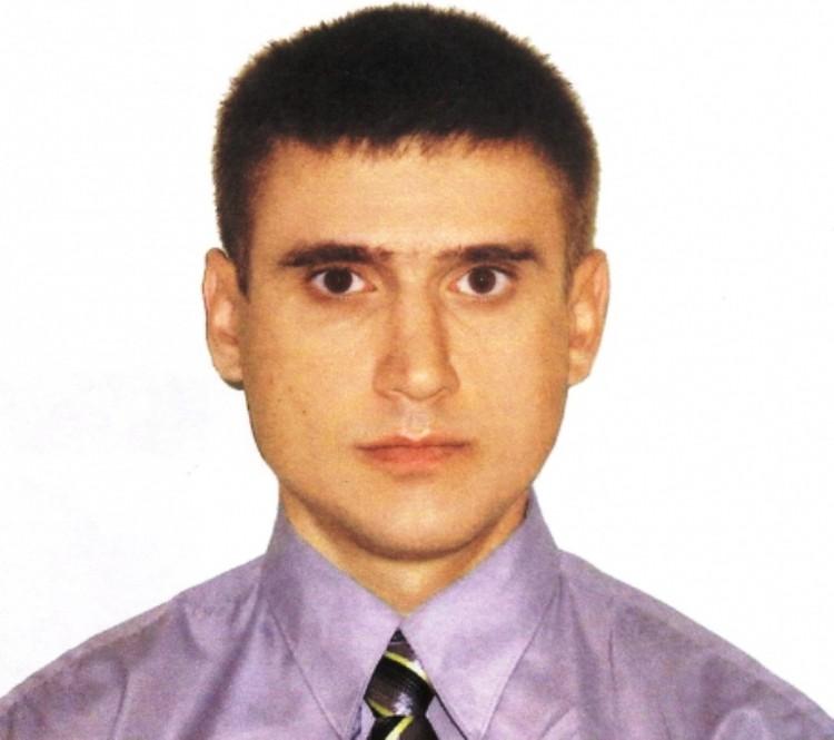 Вячеслав Зиновьев был в гражданской одежде.