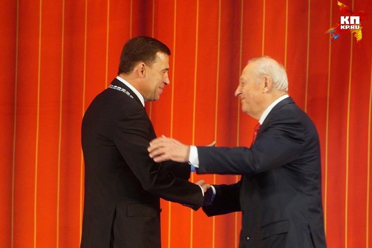 Первый губернатор Свердловской области Эдуард Россель лично агитировал за Куйвашева во время предвыборной кампании. Так что успех на выборах - это в том числе и его заслуга