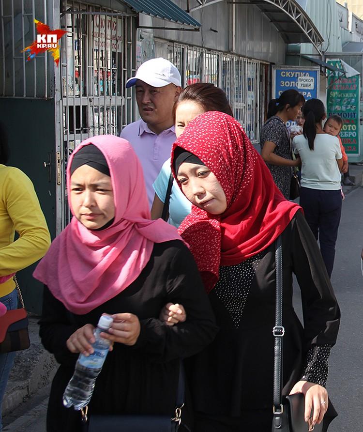 Теперь мечети платят тем мужьям, которые одевают своих жен в хиджабы и бурки