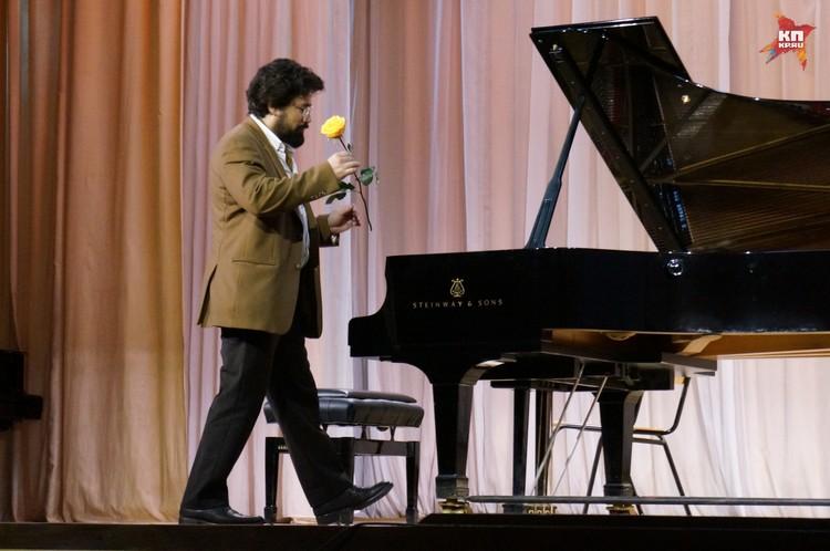 Французский музыкант представил зрителям произведения классиков и свои собственные