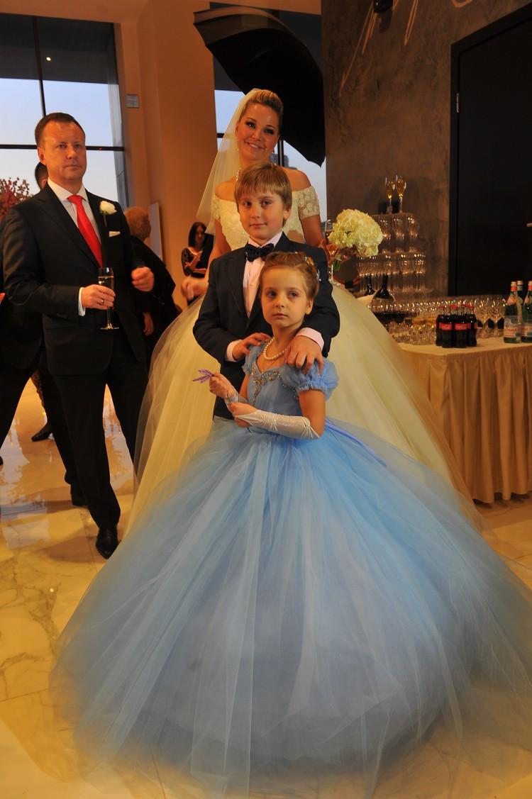 Свадьба Дениса и Марии. На фото и дети Максаковой - Илья и Людмила