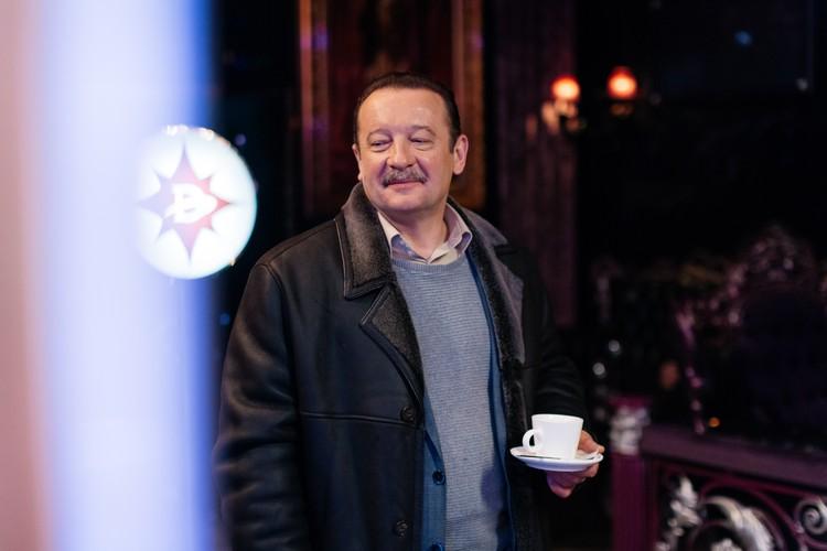 """Леонид Громов,говорит, что не заметил свой крайний съемочный день - не знал, что на этом «миссия» его героя закончится. Фото: телеканал """"Домашний"""""""