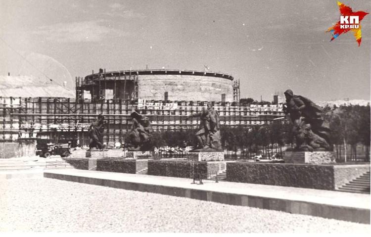 Площадь Героев. 1965 г. Фото: Музей-заповедник «Сталинградская битва».