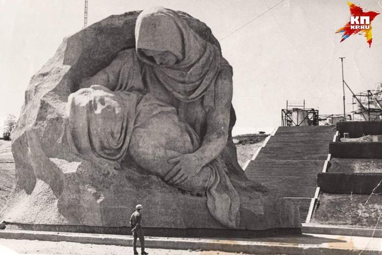 Скорбь матери, склонившейся над убитым сыном. 1964 г. Фото: Музей-заповедник «Сталинградская битва».