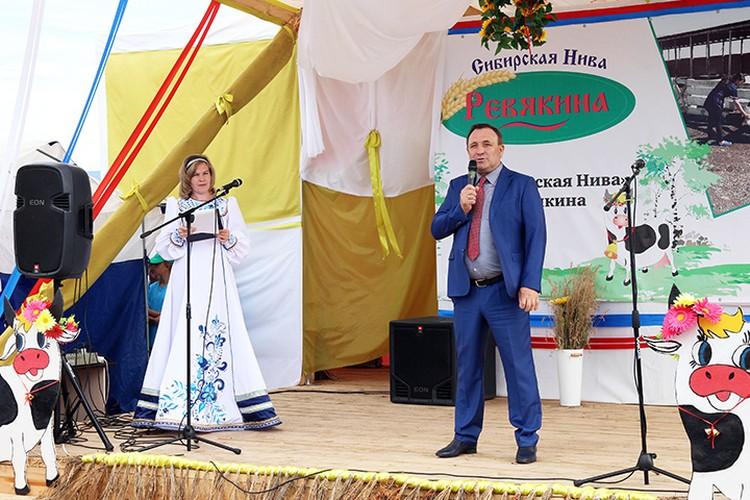 Открытие конкурса дояров в деревне Ревякина. Фото: архив администрации Иркутского района.