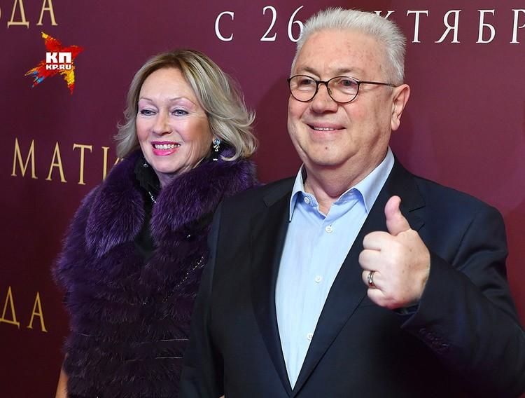 Владимир Винокур предложил Учителю снять фильм про эту историю.