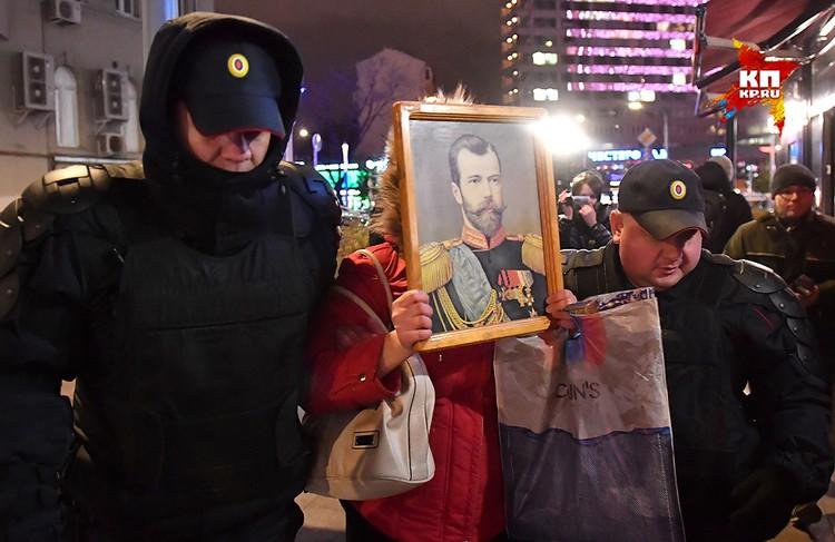 «Октябрь» был уже оцеплен, стояли полицейские и ФСО.