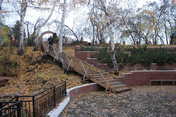 Вавилов дол, лестница к площадке на дне оврага.