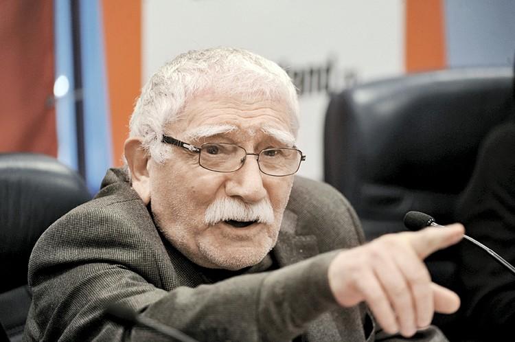 Армен Борисович обвинил жену в воровстве.