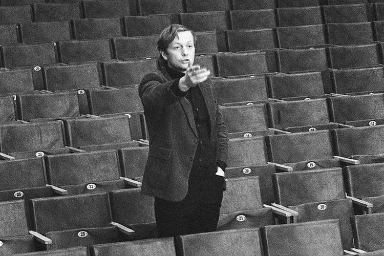 1980 год, главный режиссер агиттеатра МАИ Михаил Задорнов на репетиции. Сенцов Александр/Фотохроника ТАСС