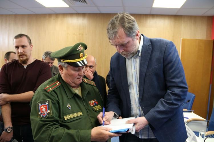 Никита Высоцкий одобрил установку мемориальной доски в поселке Грэсовский.