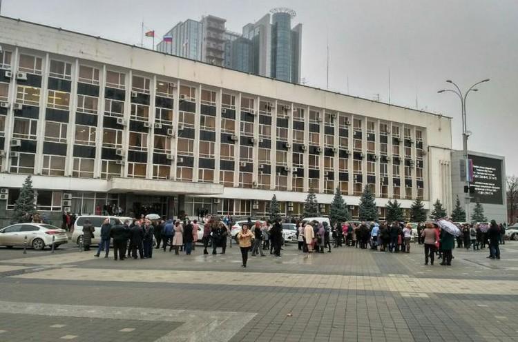 Эвакуация администрации Краснодара. Фото: пресс-службы мэрии