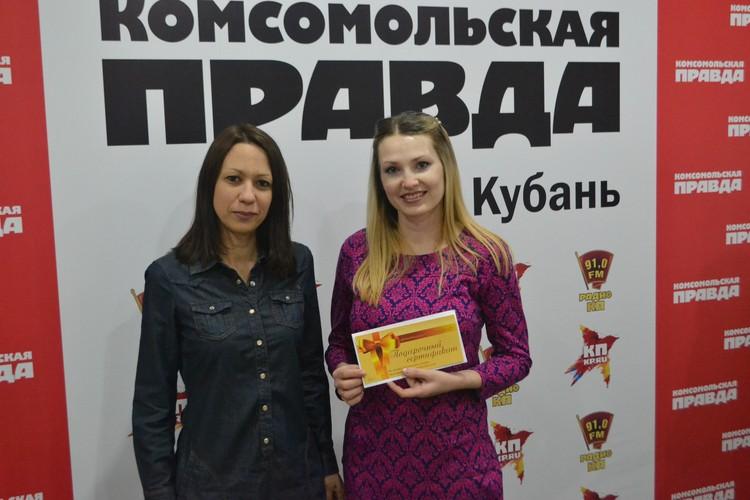 """Молодая мама Марианна Рысакова (номинация """"В ожидании чуда"""") стала обладательницей сертификата на фотосессию в детской и семейной фотостудии """"Антураж"""" и 2 пригласительных на мюзикл """"Приключение Буратино""""."""