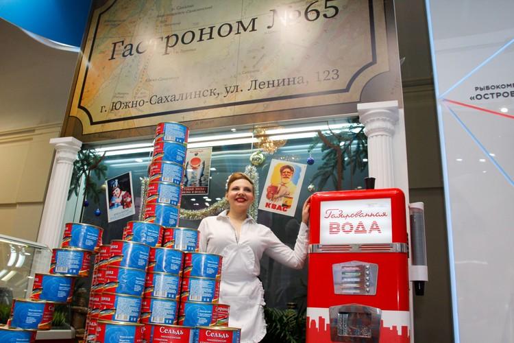 На выставке много мест, где можно продегустировать или купить дальневосточные деликатесы.