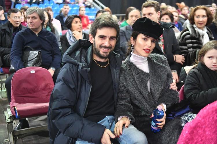 Сати Казанова с супругом.