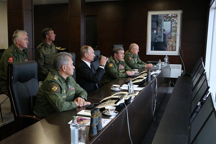 Президент РФ Владимир Путин, Министр обороны Сергей Шойгу и Начальник Генштаба Вооруженных сил России генерал армии Валерий Герасимов