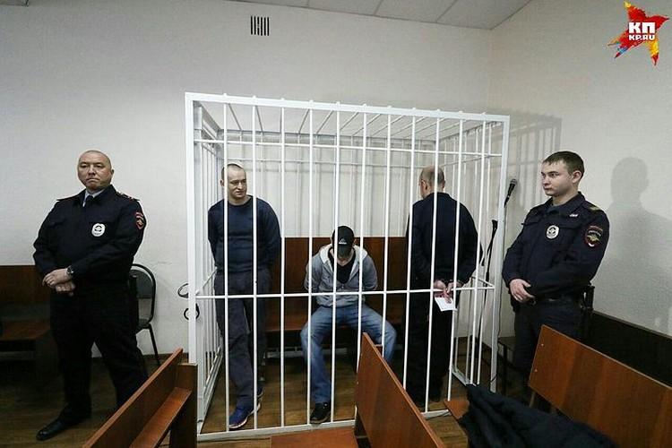За попытку изнасиловать вызванного на дом врача саратовцы получили 24 года на троих.