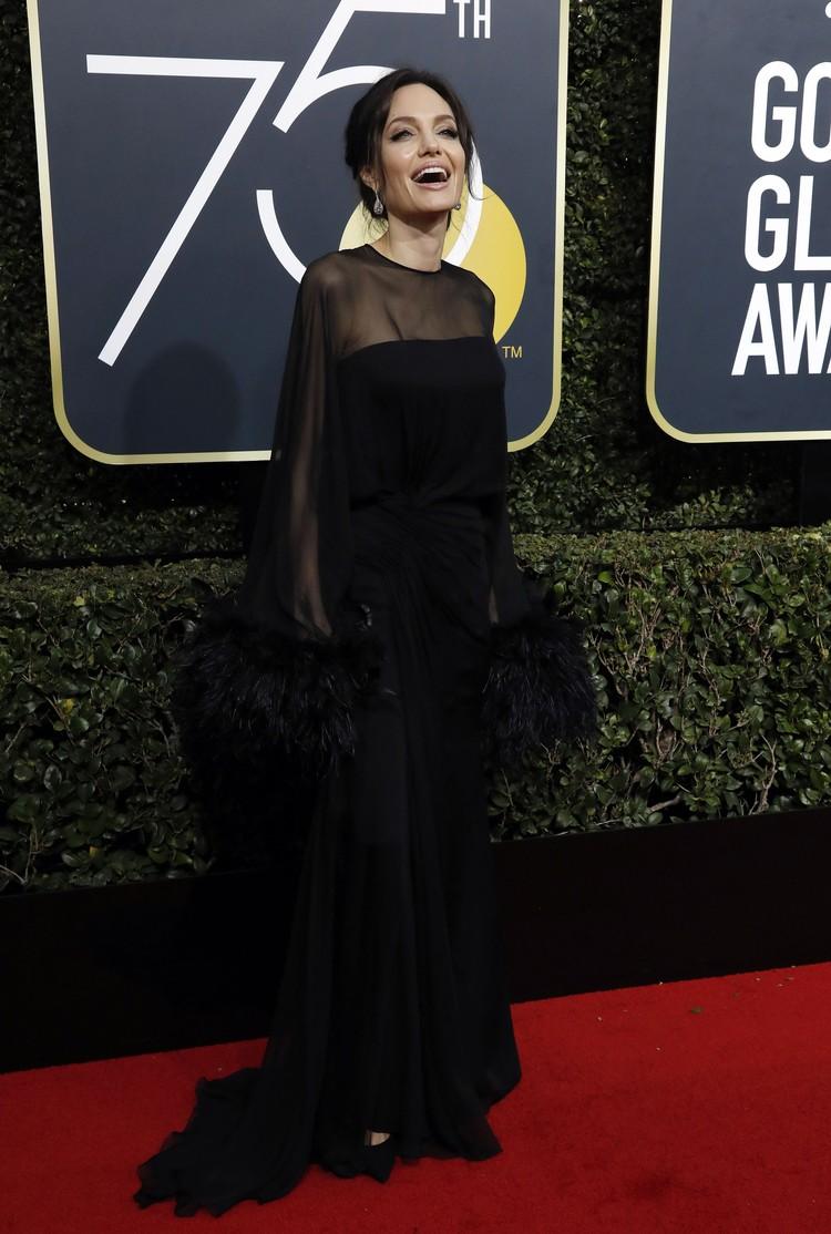 Черный - любимый цвет Джоли.