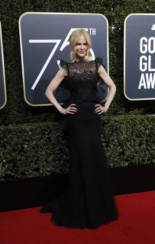 Николь Кидман выбрала платье в пол с красивым кружевом.