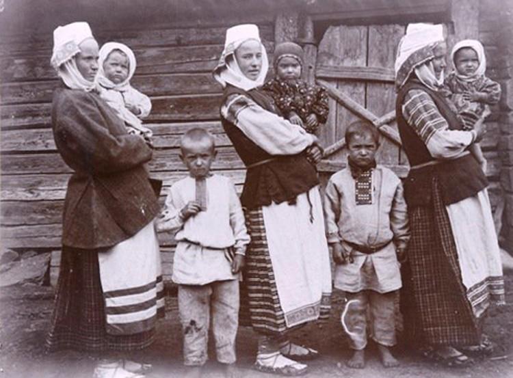 Чтобы защититься от злого глаза, наши предки делали особые орнаменты на одежде. Фото: Исаак СЕРБОВ