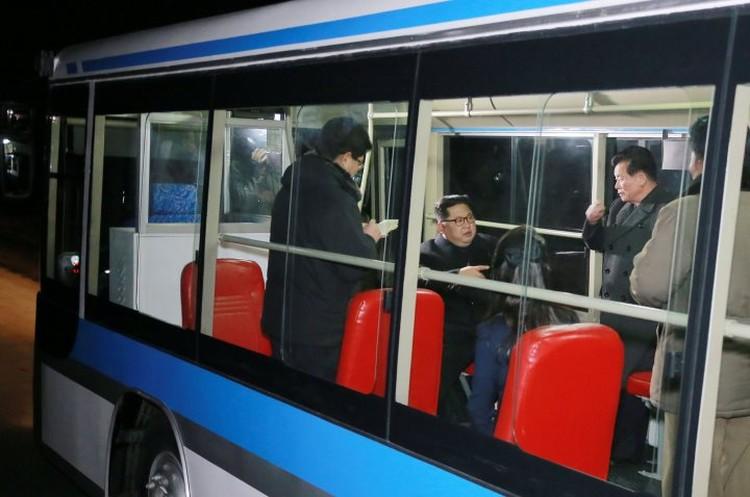 Ким Чен Ына сопровождала его супруга и представители руководства Трудовой партии Кореи