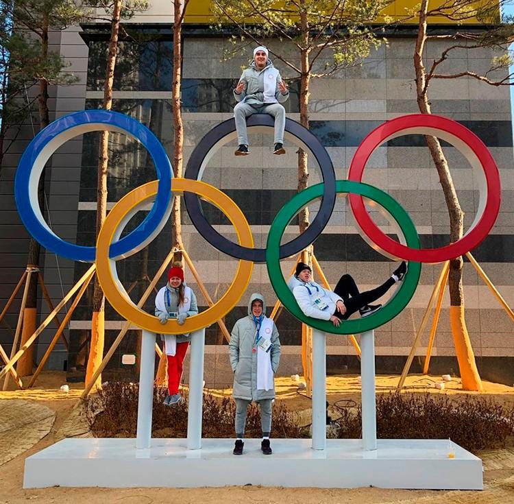 Российские конькобежцы достаточно комфортно чувствуют себя в Пхенчхане. Нижегородец Трофимов на фото - выше всех.