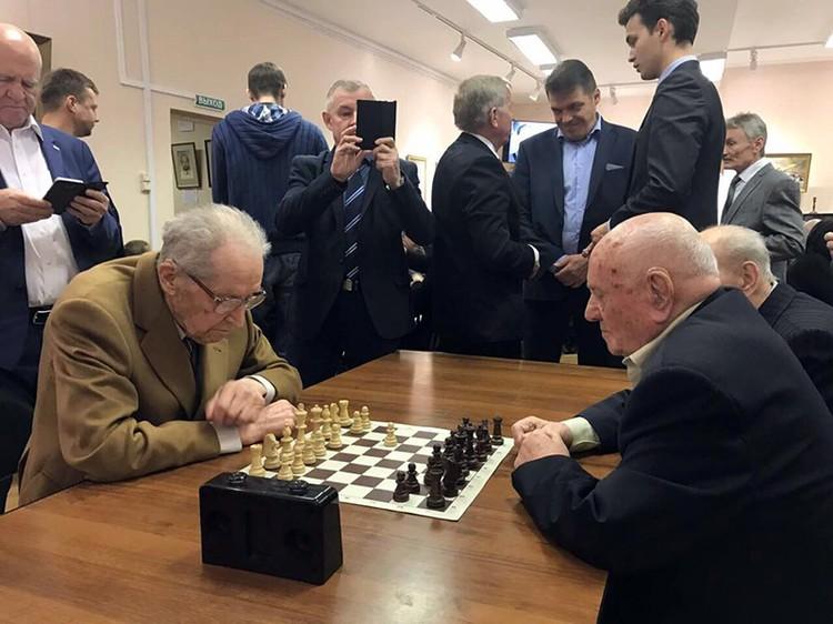 Шахматный матч: гроссмейстер Юрий Авербух против Алексея Ботяна