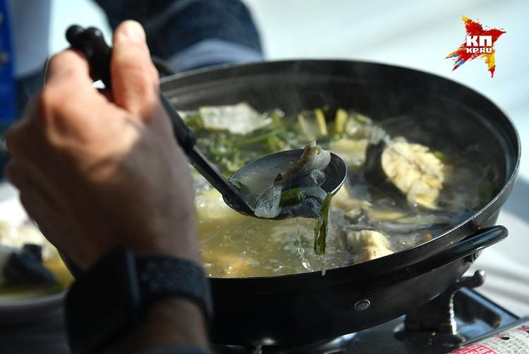 Но когда зашли в столовую рыбу есть расхотелось. Уж слишком чувствовался запах национальной кухни.