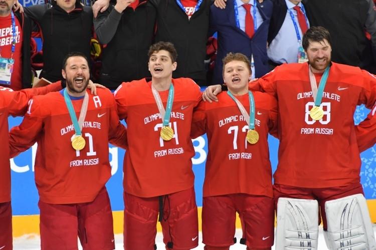 Кирилл Капризов стал настоящей звездой, забросив победную шайбу на Олимпиаде. На фото он второй справа