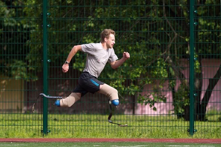 Спортсмену на протезах нужно тренироваться очень упорно