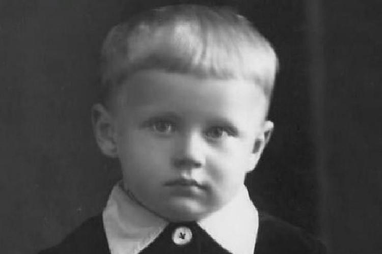 В 1943-1953 годах Олег Табаков - ученик средней школы №18 Саратова.
