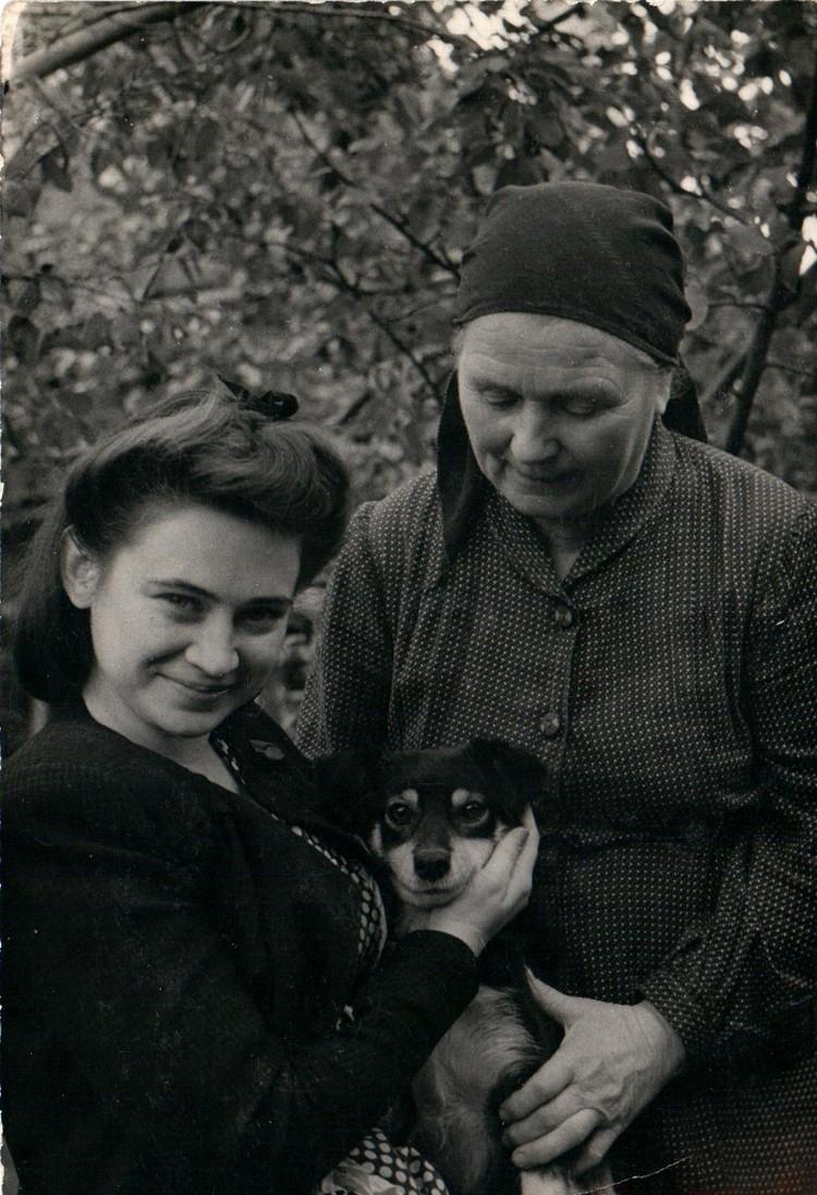 Верочка в 50-е годы прошлого века, студентка саратовского филфака. Фото:из архива Веры Ефремовой