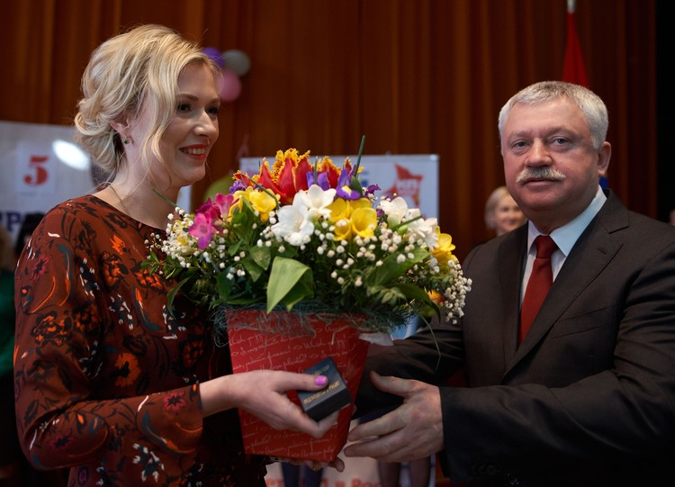 Ирина Комарова и директор филиала «Севастопольский морской завод» АО «ЦС «Звездочка» Игорь Дрей.