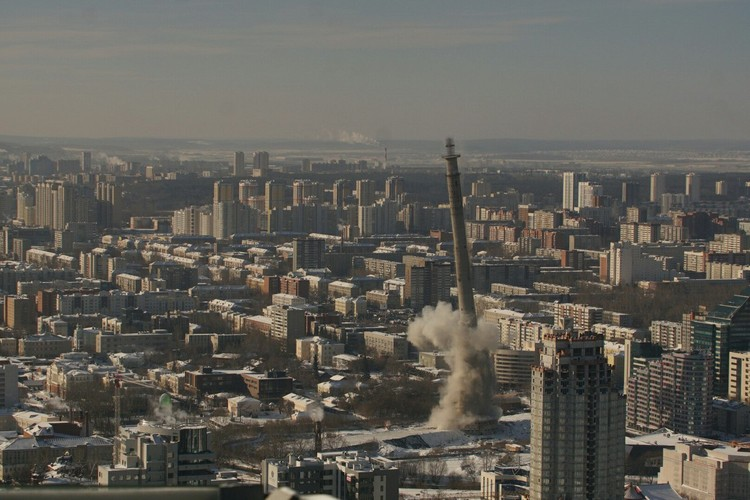 Весь Екатеринбург собрался посмотреть, как взрывают башню