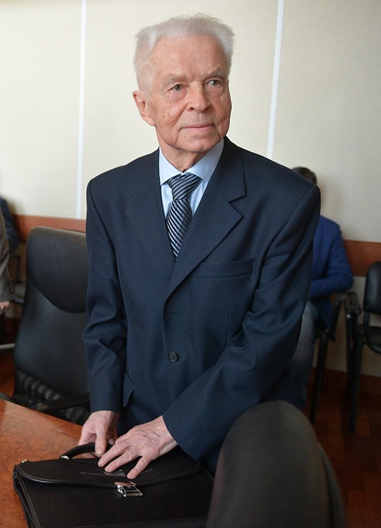 Евгений Михайлович занимал высшую комсомольскую должность с 1968-го по 1977-й