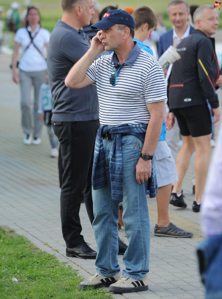 Аркадий Добкин занимает вторую строчку в рейтинге белорусских богачей. Но в толпе его узнает не каждый.