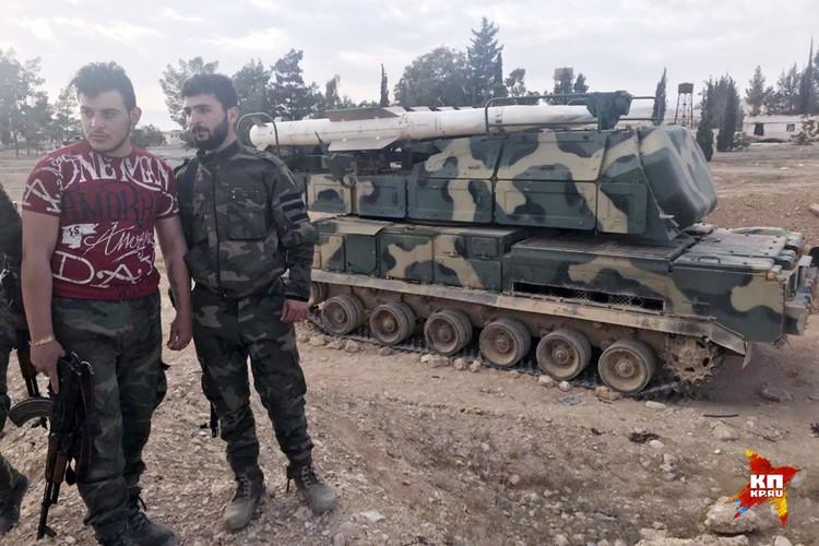 """Сирийские военнослужащие и ЗРК """"Бук"""", отражавший атаку на аэродром Джумейр"""