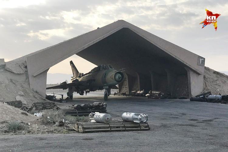 Следов разрушений на авиабазе нет