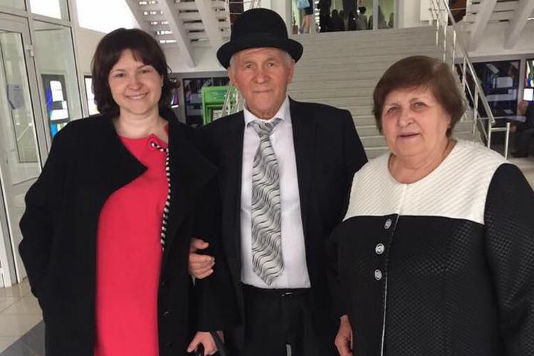 Родители Мурата Ахеджака с дочкой
