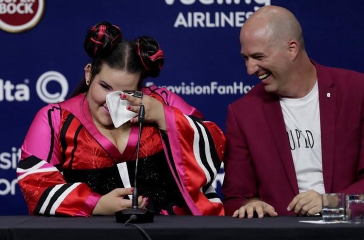 На пресс-конференции после своей победы Нетта откровенно расплакалась. От счастья, конечно