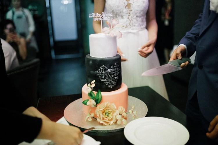 Праздничный торт за $500… На что только не идут молодожены, чтобы впечатлить гостей.