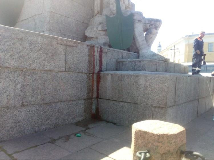 Макар не удержался и рухнул с колонны Фото: ЧП Питер