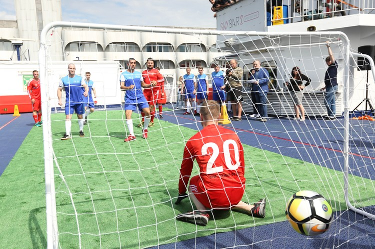 Инициаторы пытаются доказать, что футбол - он везде